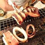 浜焼太郎 - 浜焼きセット(1,480円)のイカ