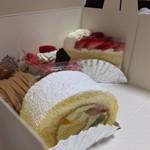 鎌倉ニュージャーマン - 本日は嫁の誕生日。ケーキ4種でお祝い