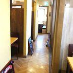 Alto il luogo  - 内観;コ型の通路の両側に半個室が並んでいます