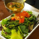 イタリアン カフェ&ワインバル GB 立川店 - 自家製ベーコンとほうれん草の温かいサラダ