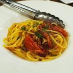 イタリアン カフェ&ワインバル GB 立川店 - 桜海老とドライトマトのペペロンチーノ