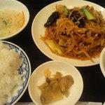 5828418 - 日替わりの「豚肉モヤシ炒め定食」です