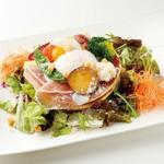 彩り野菜のシーザーサラダ風パンケーキ(ドリンク付)