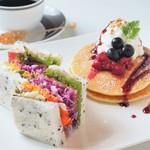 スプラウトサンドイッチ&Mixベリーパンケーキ(ドリンク付)
