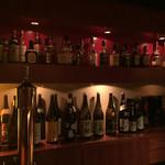 酒肴BAR厳樫 - 内観写真:ボトルの品数はそれほど多くないけど、焼酎も置いてあるのだ☆