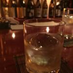 酒肴BAR厳樫 - ドリンク写真:店内は落ち着いたバー