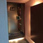 酒肴BAR厳樫 - 外観写真:入り口は、昔のラウンジっぽい
