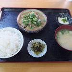 なぽれおん食堂 - 料理写真:ホルモン煮込定食(700円・税込)