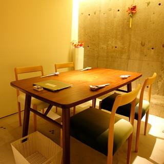 接待や会食・宴会にもご利用いただけるテーブル席