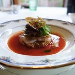 コムシコムサ - 料理写真:クスクスと活けホタテ貝のガスパチョ仕立て