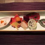 58287308 - 秋刀魚炙り寿司など