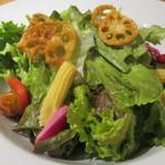 サックスブルーダイナー - 季節野菜の彩りサラダ