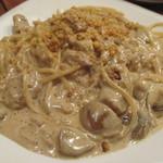 カリーナ カリーナ - イタリア産ポルチーニ茸のクリームスパゲッティクルミを散らして