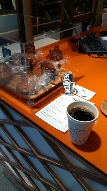 COLOSO COFFEE TOKYO - フードも少しあります。
