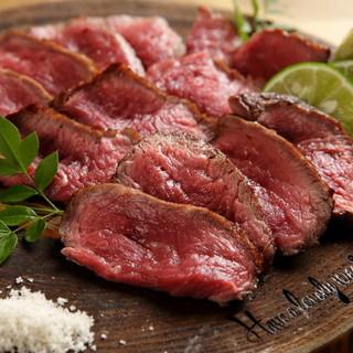 赤身に拘った旨みのある食べ応え十分の『肉』