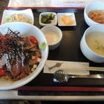 洋食厨房 吉 - ロースビーフ丼