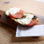 バイロンベイコーヒー - Tomato&mozzarella¥420