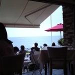 リストランテ アマルフィイ 本店 - 店内から見える湘南の海