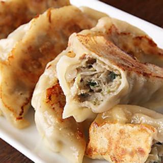 厳選した国産豚肉・国産野菜を使用し更に美味しい餃子に進化!