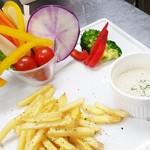 ジュリアーノ - 彩り野菜のバーニャカウダーとポテト