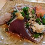藤よし - カツオのタタキ(辛子、生姜、紅葉おろし、茗荷と一緒に)