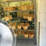 食パン工房 ラミ - 店内には焼き上がった食パンがいっぱい(^o^)