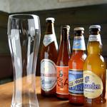 Sommelier Kitchen yuB yum - ビールのタイプに合わせた専用のグラスでお楽しみください。