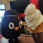 58314967 - お店のゆるキャラの「つぼちゃん」と「黒酢ソフトクリーム (300円)」