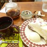 58315549 - ケーキと紅茶