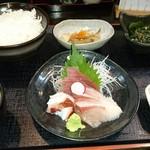58316030 - 日替わり煮魚定食の小鉢と刺身三点盛り