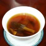 58317062 - 三大菌魚骨湯〔13種の乾燥きのこ トリュフとアガリクスとモリーユタケ チョウザメ頭骨のスープ〕
