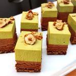 アトリウムラウンジ ミモザ - ピスタチオとチョコレートのケーキ