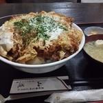 とんかつ山道 - デカツ丼(1340円) 全景
