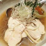 東洋食堂 百 - 鶏バカ冷麺。 野菜は少ないですが、高蛋白&低脂肪な麺料理だから、シメでも安心(多分)。