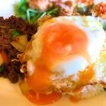 WAIWAI アジアのごはんやさん - 卵を潰すととろーり卵!