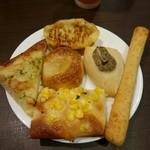 鎌倉パスタ - 食べ放題のパン