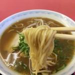 まるみ - 太麺ストレート、長崎ちゃんぽんの麺みたいです