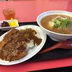 まるみ - 料理写真:醤油ラーメンと、かつめし(小)930円の全景
