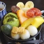 あんみつ屋カフェ - 料理写真:白玉クリームあんみつ