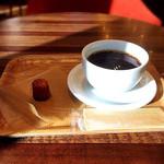 ジージーコー - ブレンドコーヒーとプティカヌレ