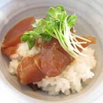 オトナリ - マグロの漬け丼