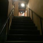 IWA - 店内に通じる階段