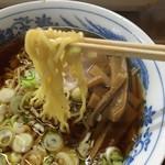 串けん - 正油ラーメン 麺アップ