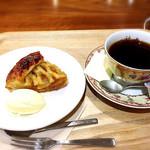 はじまりのカフェ - アップルパイ、ブレンドコーヒー