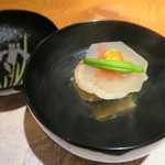 本城 - 炙り帆立、青海苔生麩、ズワイ玉子豆腐の椀