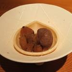本城 - 林檎と渋皮栗のモナカ バニラソフトクリーム添え