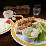 キャビン - チキンのカリカリ焼き定食(850円)