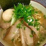 麺魂 - 大盛味玉チャーシュー海老そば850+浅草開花楼麺へ麺変更100。