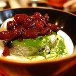 四季折々 - 黒豆小豆と抹茶の見事なコントラスト