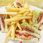 ロイヤルコーヒーショップ 福岡空港第2ターミナル店 - クラブハウスサンドイッチ 1,130円(税抜)。